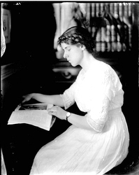 Marion duPont Scott, 1913 From the Holsinger Studio Collection